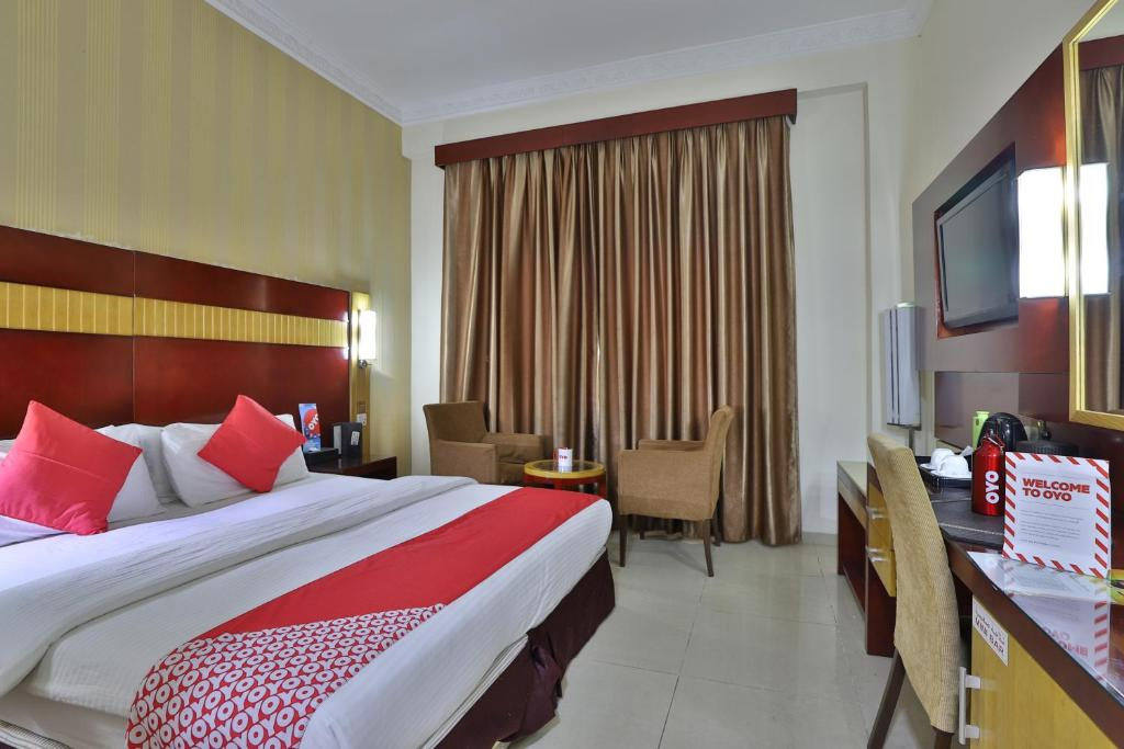 A bed or beds in a room at OYO 130 Phoenix Hotel