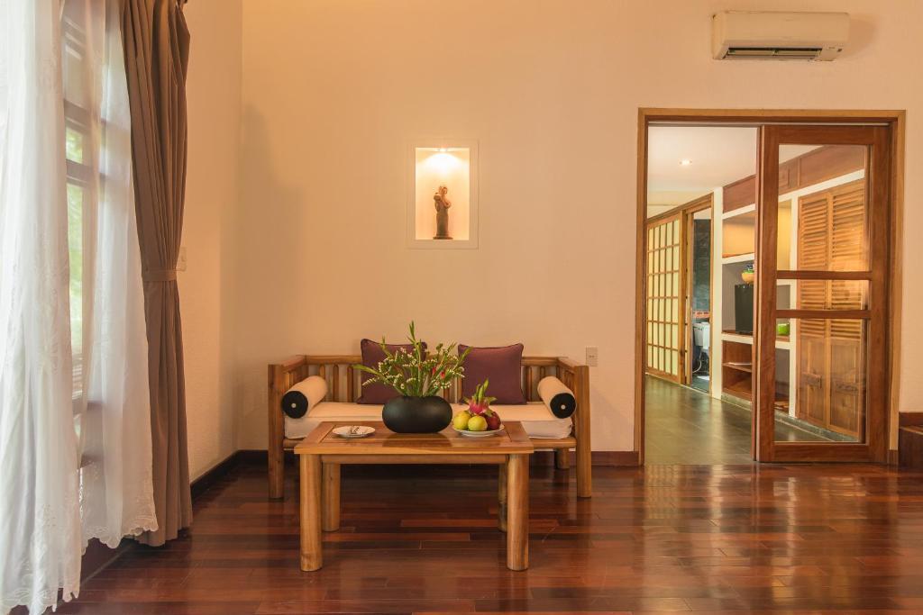 Phòng Honeymoon Pool Hut Giường Đôi