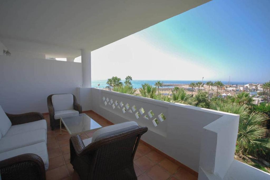 Primera linea de playa Puerto Banus, Marbella – Precios ...