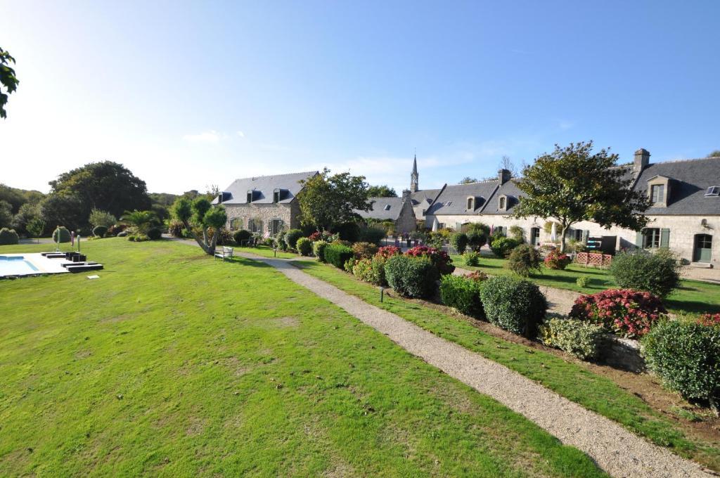 A garden outside La Ferme Saint-Vennec