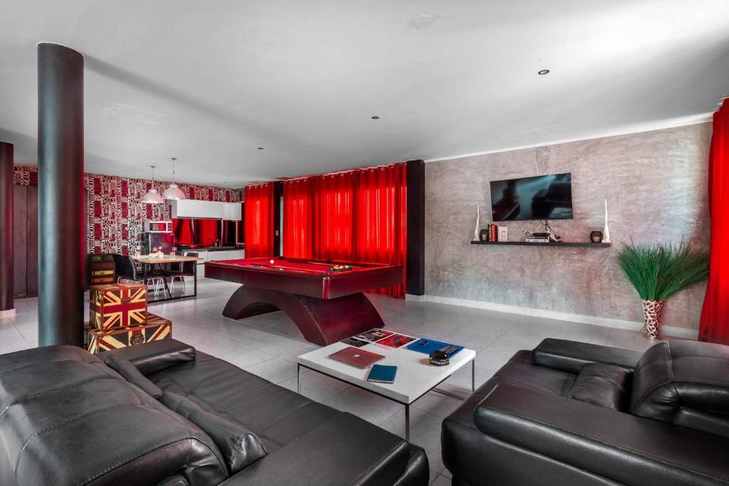 A seating area at Dydi Loft Apartment