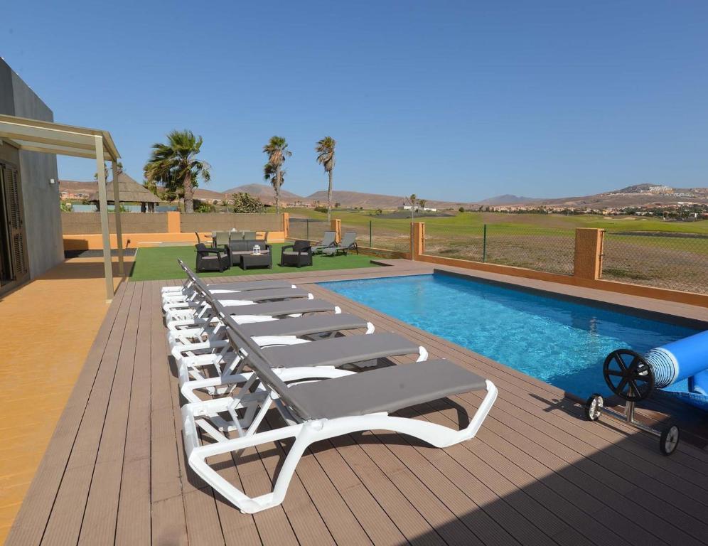 Piscina en o cerca de Villa Deluxe Island Golf and Beach by Sea You There Fuerteventura