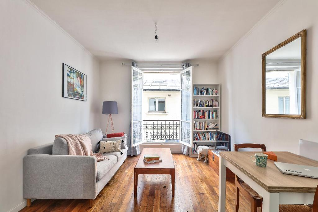 A seating area at Cozy apartment of 37m2 for 4 people
