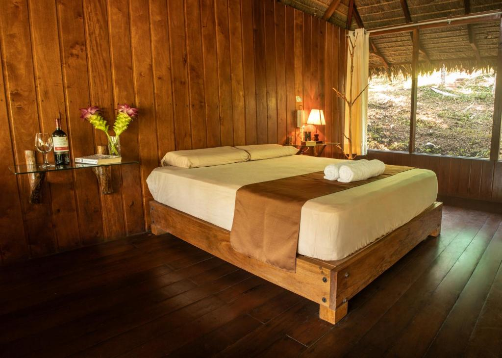 A bed or beds in a room at La Habana Amazon Reserve