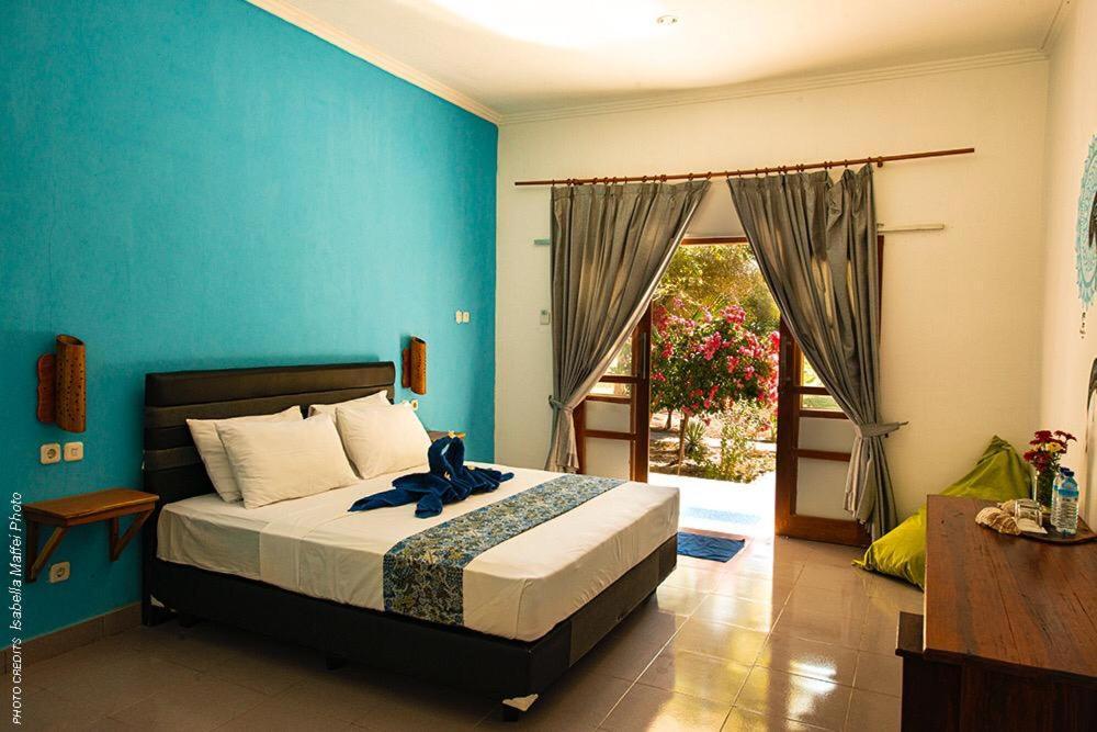 Ein Bett oder Betten in einem Zimmer der Unterkunft Blue emOcean Resort & Dive Center