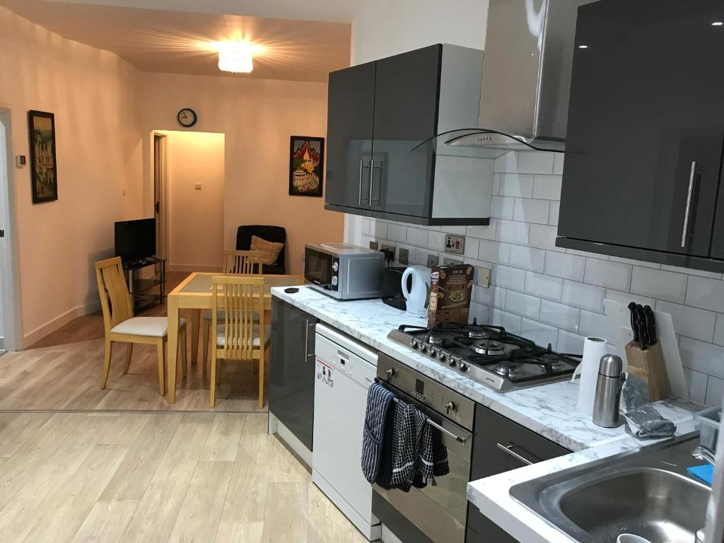 Spacious 2 Bed Apartment Close To Upton Park Londres