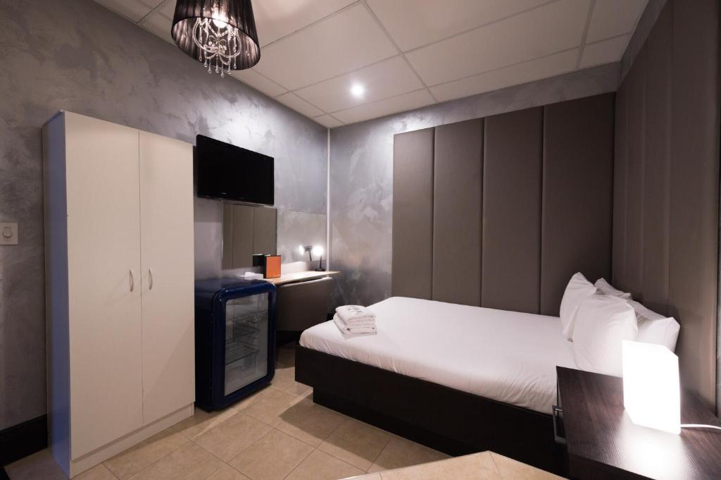 A bed or beds in a room at Park Ave K-Road Residence