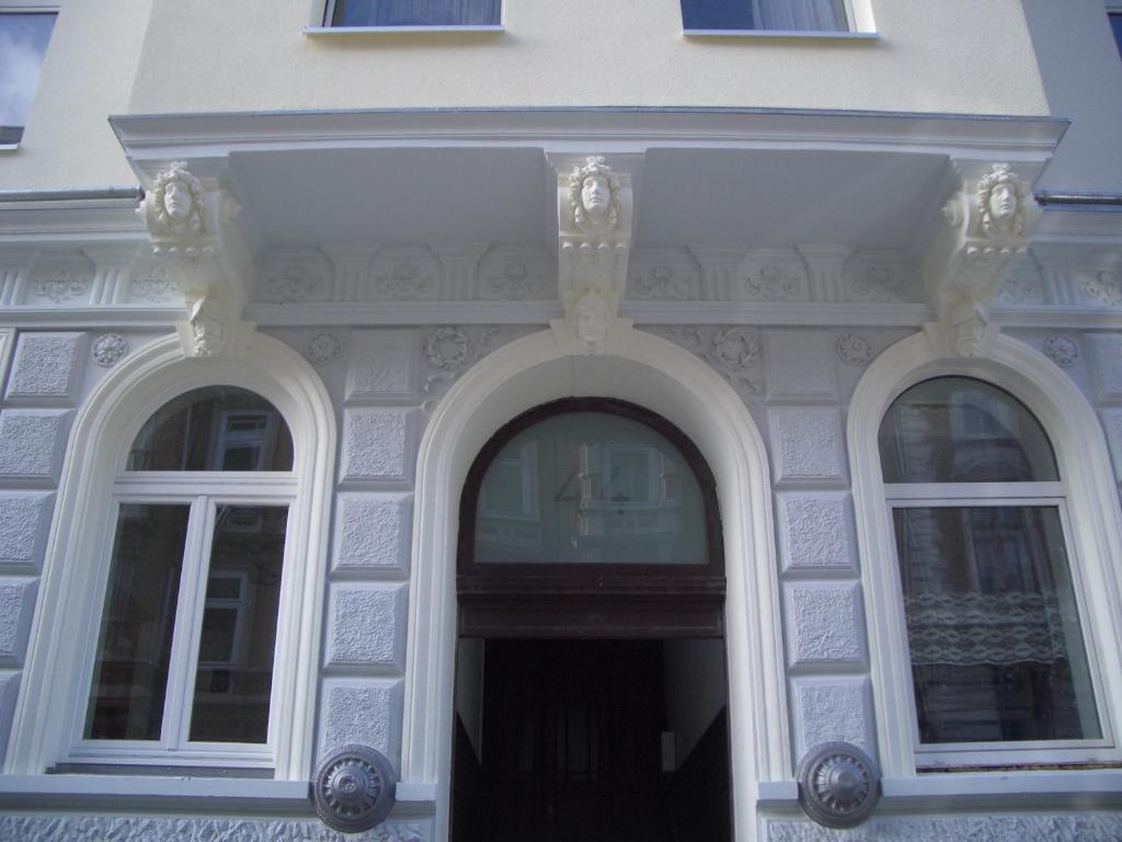 The facade or entrance of Buch-Ein-Bett Hostel