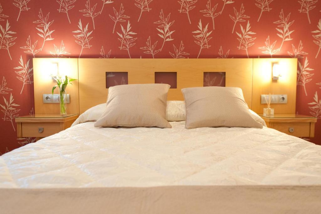 Кровать или кровати в номере Hostal Abami II