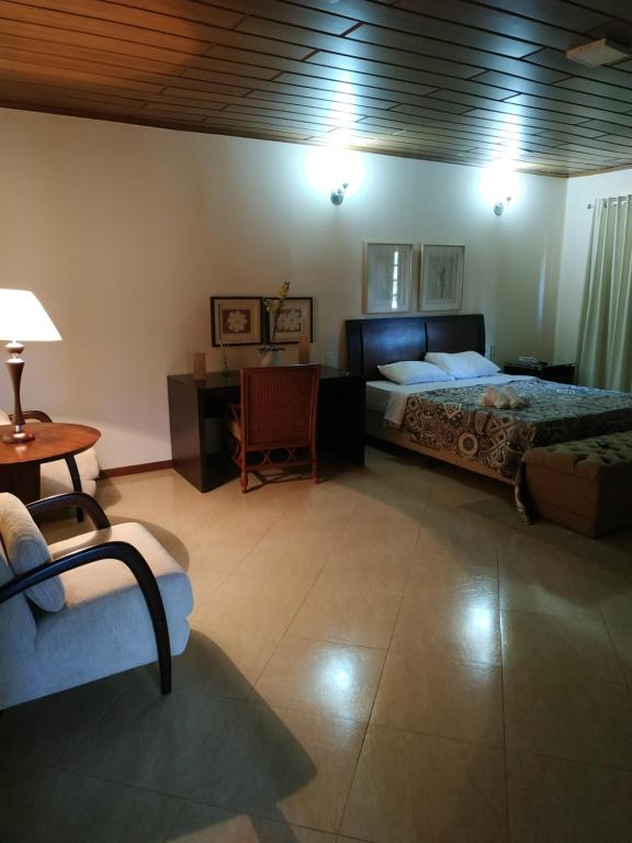 A bed or beds in a room at Hotel Bela Suiça