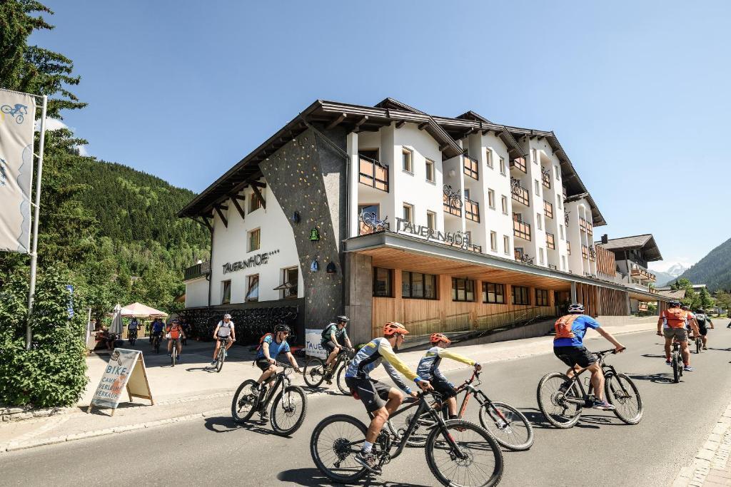 Radfahren an der Unterkunft Funsport-, Bike- & Skihotelanlage Tauernhof oder in der Nähe