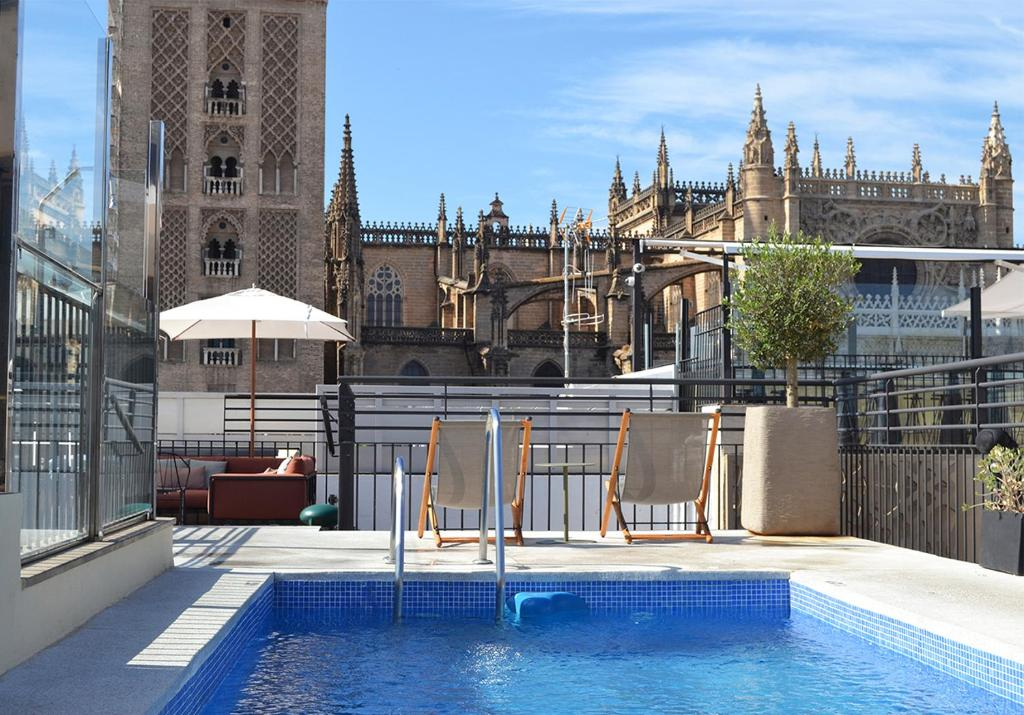 The swimming pool at or close to EME Catedral Hotel