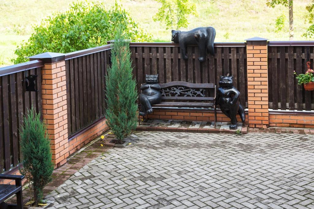Фасад или вход в Гостевой дом Три кота