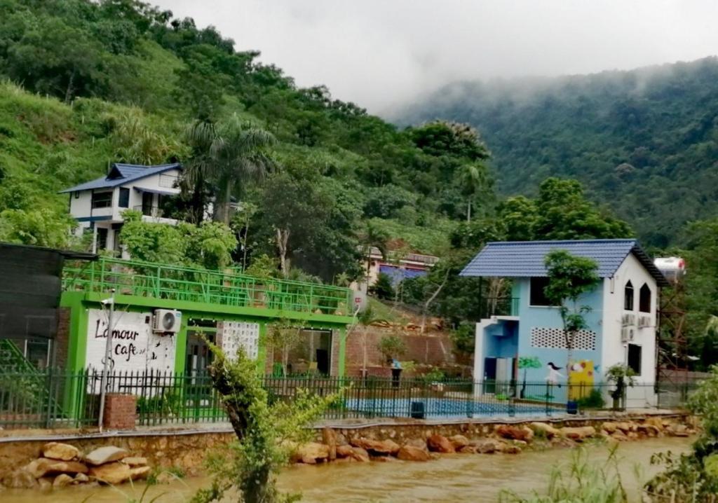 Madela Ba Vì - Nhà bên suối