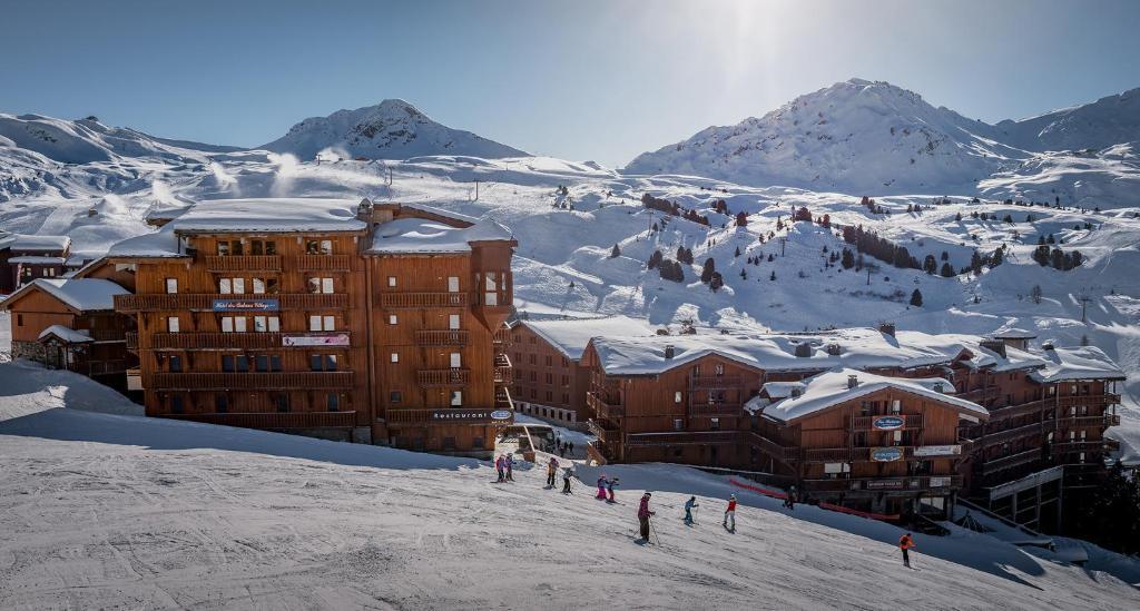 Hôtel Les Balcons Village during the winter
