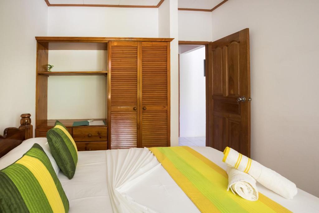 Кровать или кровати в номере Chez Mera Self Catering
