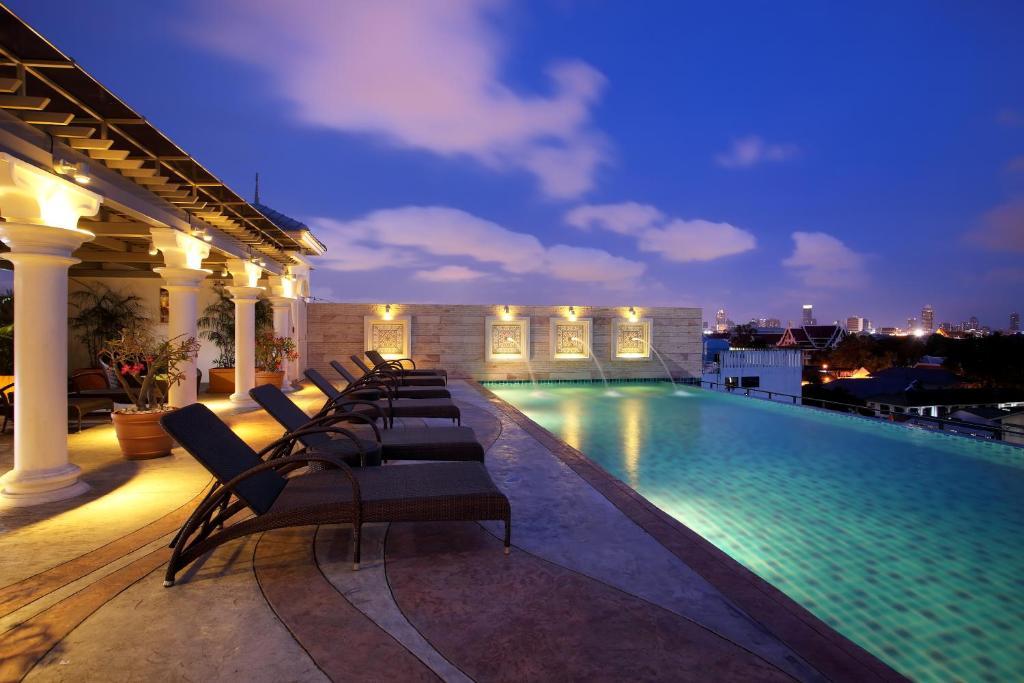 Het zwembad bij of vlak bij Chillax Resort