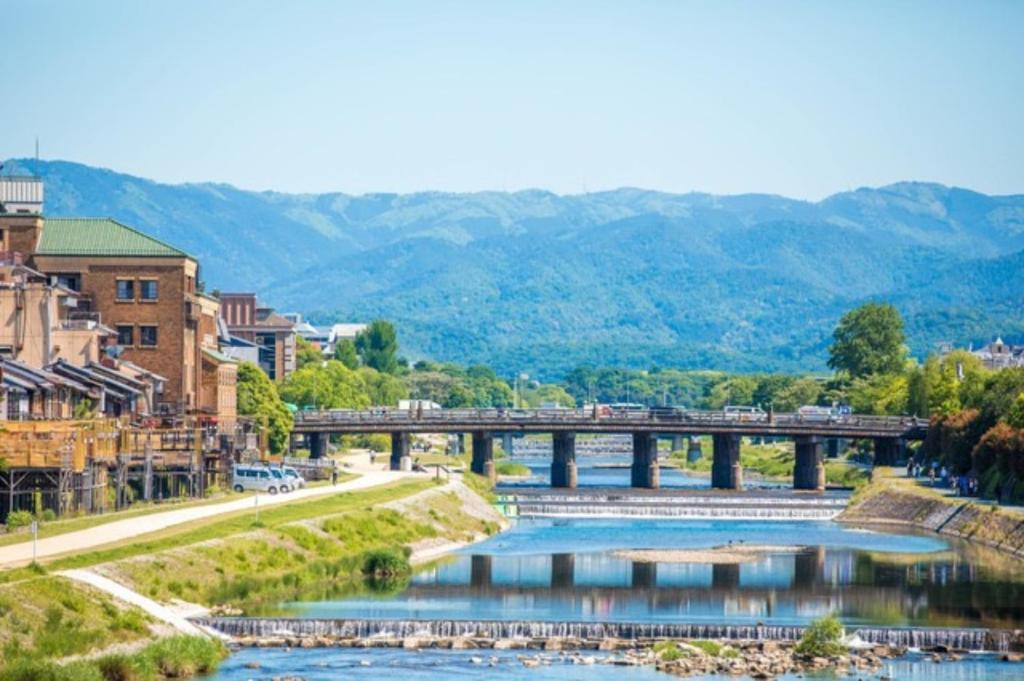 Pemandangan kolam renang di Bakpak Kyoto Hostel atau di dekatnya