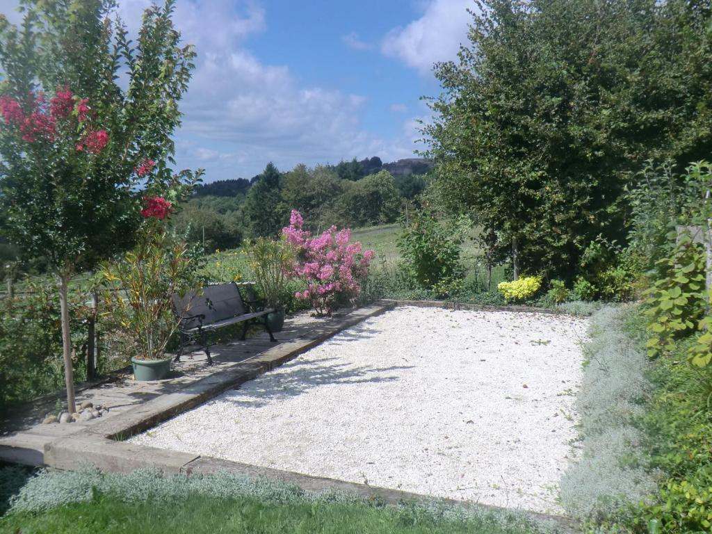 Jardin Avec Fontaine Zen bed and breakfast les hortensias, albignac, france - booking