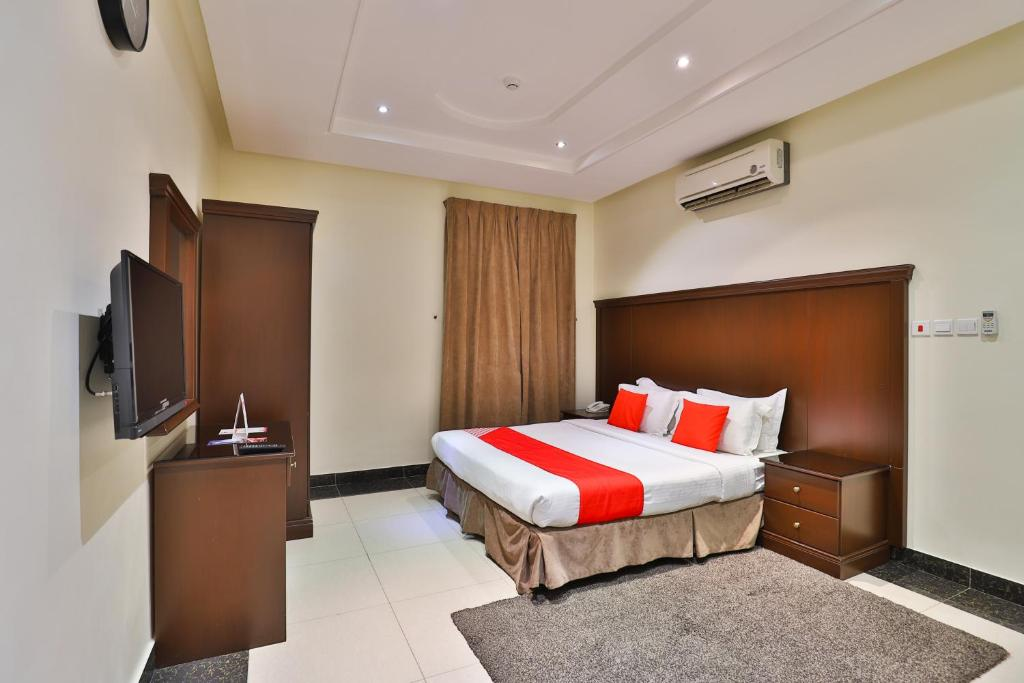A bed or beds in a room at OYO 226 Riyadh Park