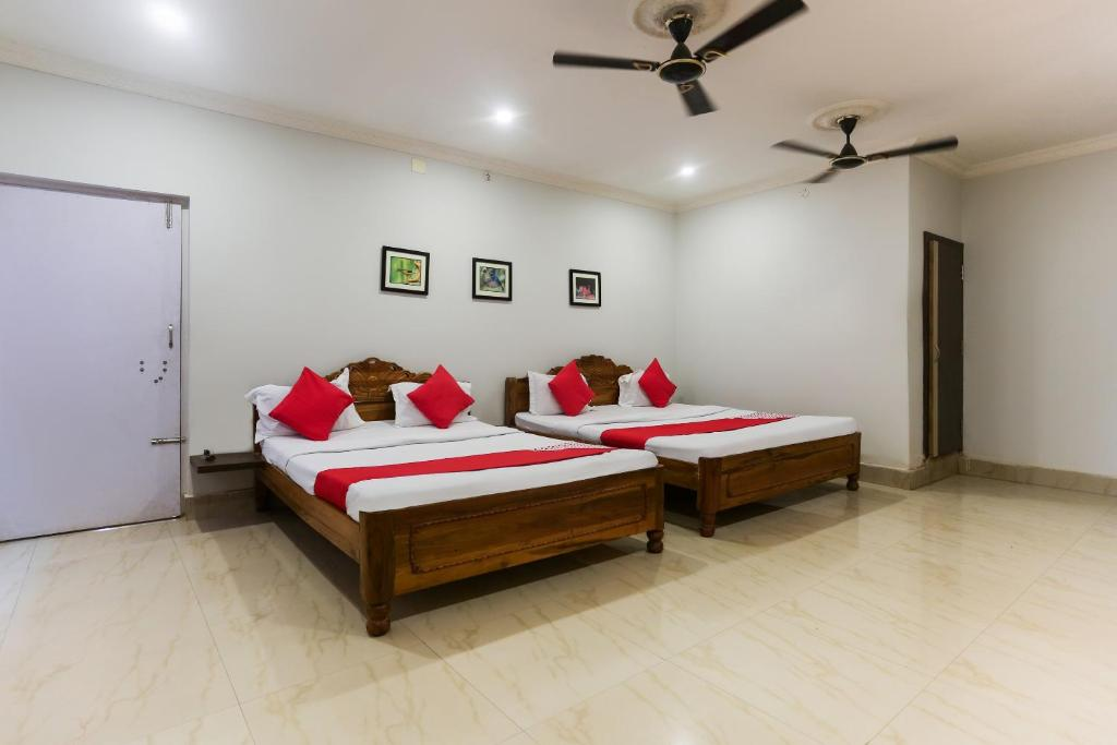 A bed or beds in a room at Raghunandan Residency