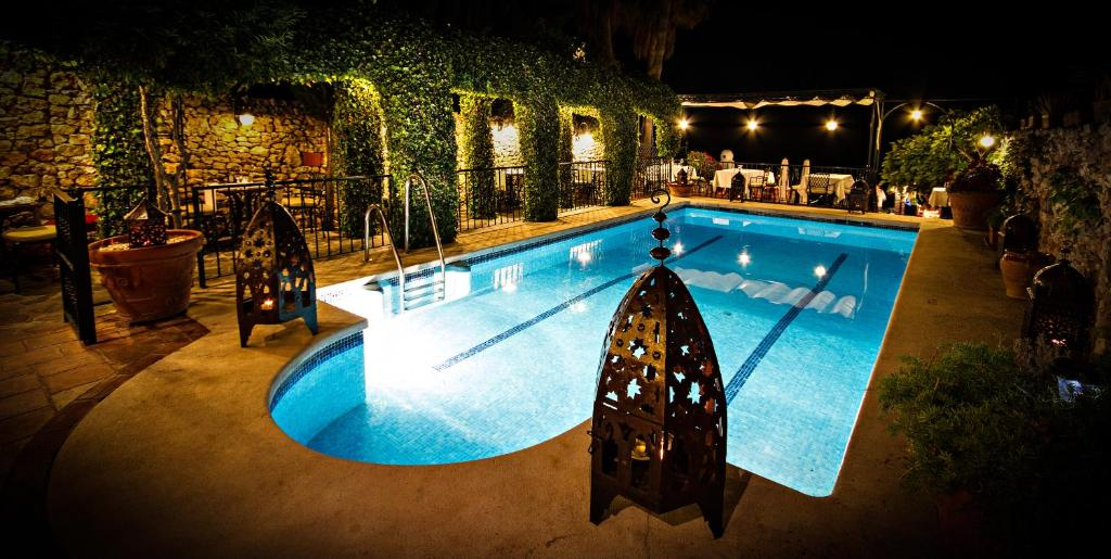 The swimming pool at or close to Hotel Carabeo