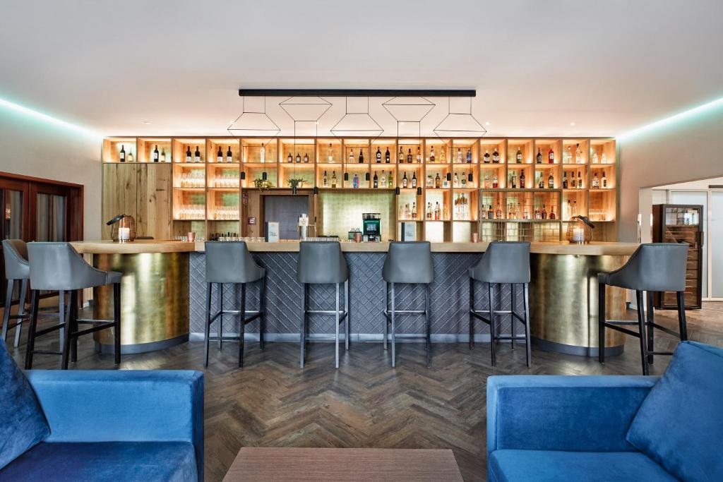 法蘭克福機場西H+酒店酒吧或休息區