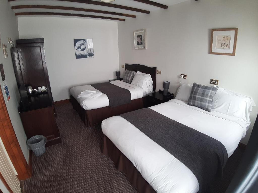 A bed or beds in a room at Bull Inn