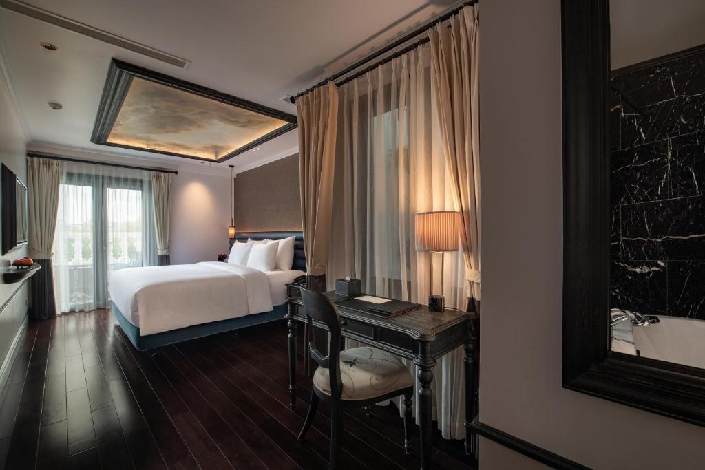 Suite Terrace Bên Hồ