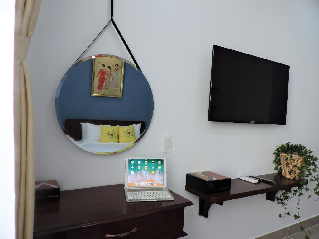 Phòng Deluxe Giường Đôi Nhìn Ra Tòa Nhà Bitexco Với Dịch Vụ Giặt Là Miễn Phí