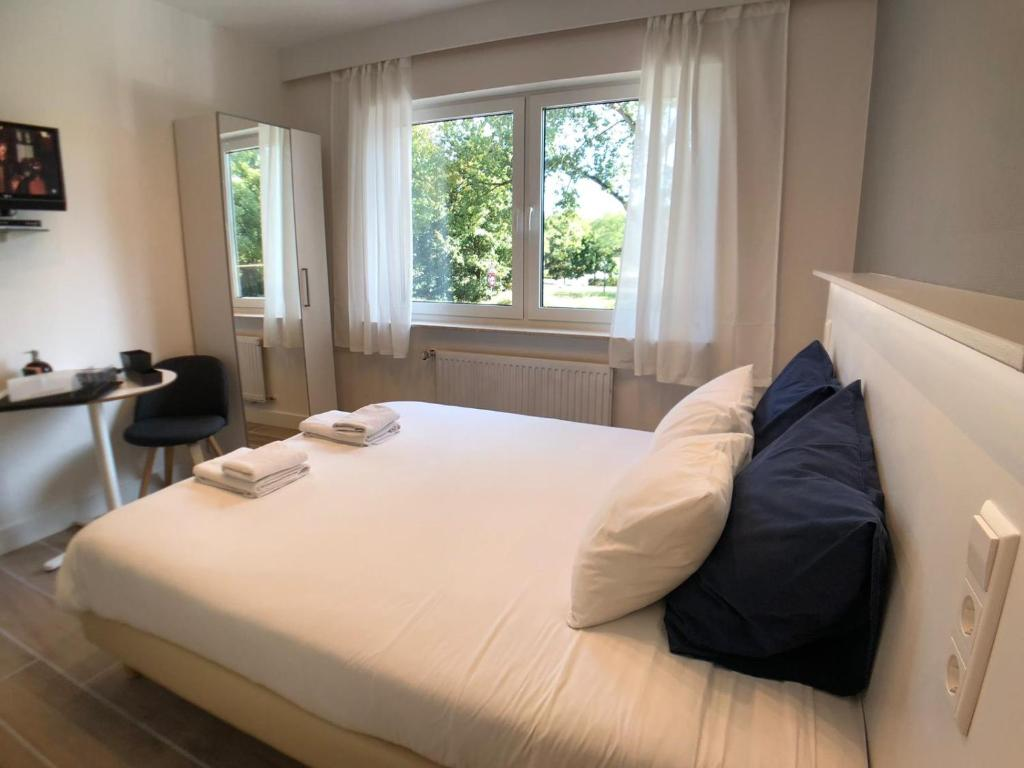 Ein Bett oder Betten in einem Zimmer der Unterkunft Aramis Studio Hotel