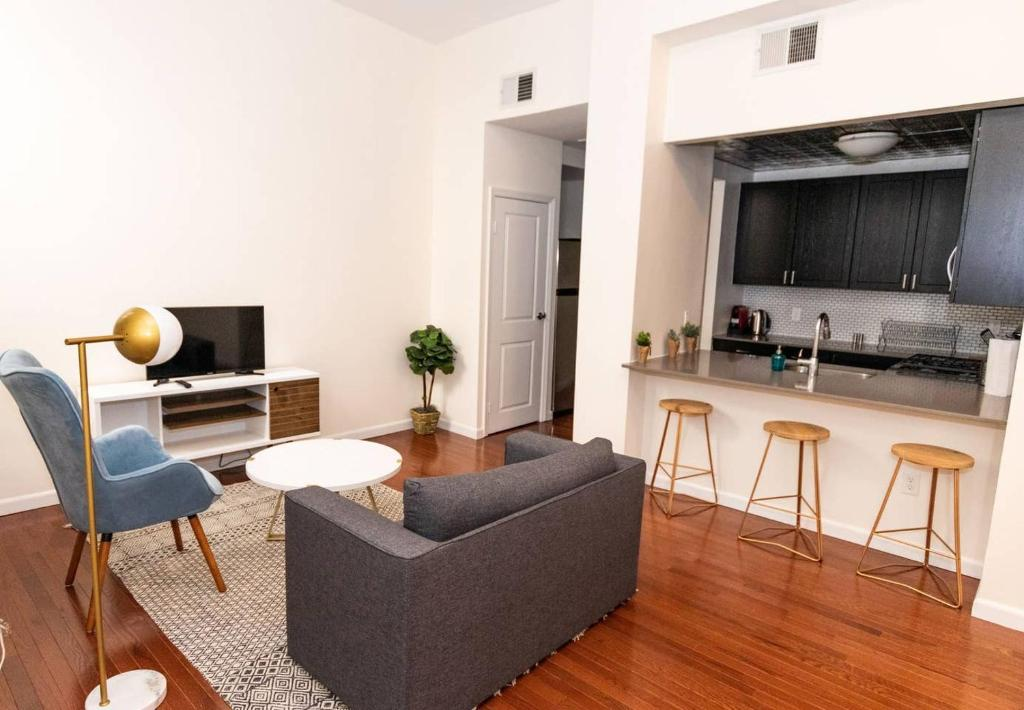 Modern Apt in Unique Building Complex, 15 min to NYC ...