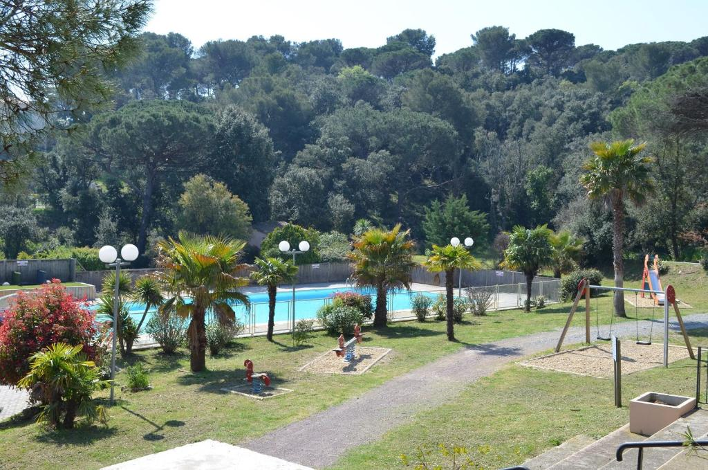 A view of the pool at Le domaine de Villepey or nearby
