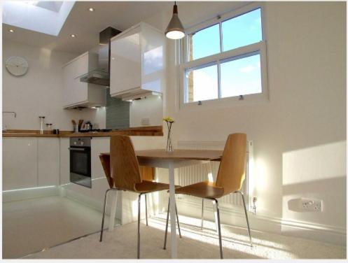 Modern Top Floor Apartment In Blackheath