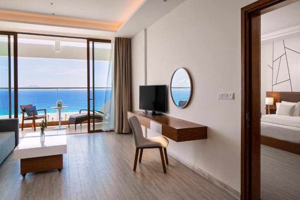 Studio Thông Nhau Có Giường Sofa Và Tầm Nhìn Ra Biển