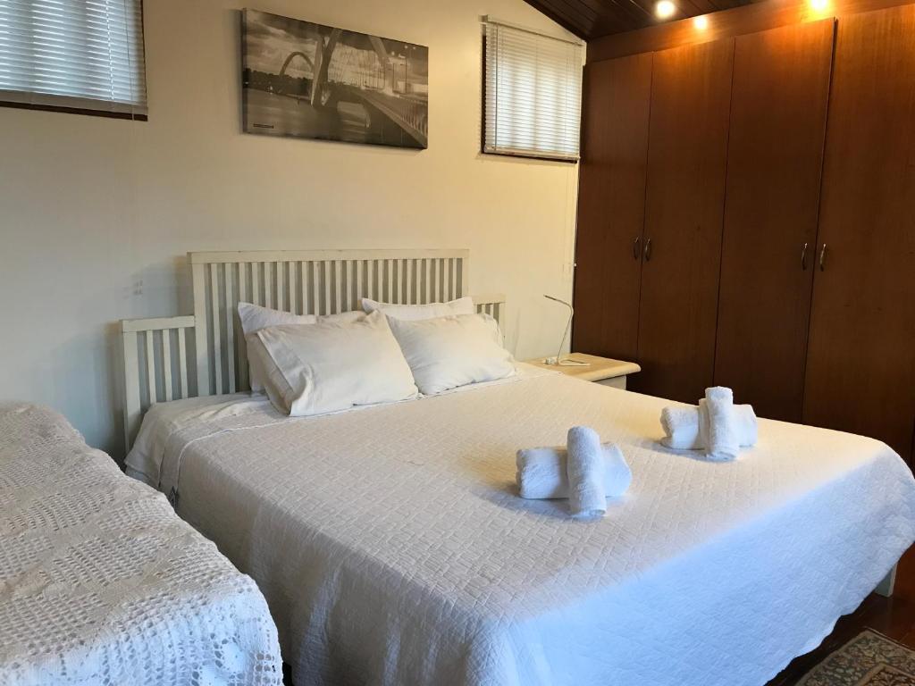 A bed or beds in a room at Casa da 17 - Lago Sul