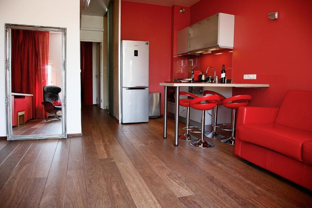 A kitchen or kitchenette at Prinsenhuis