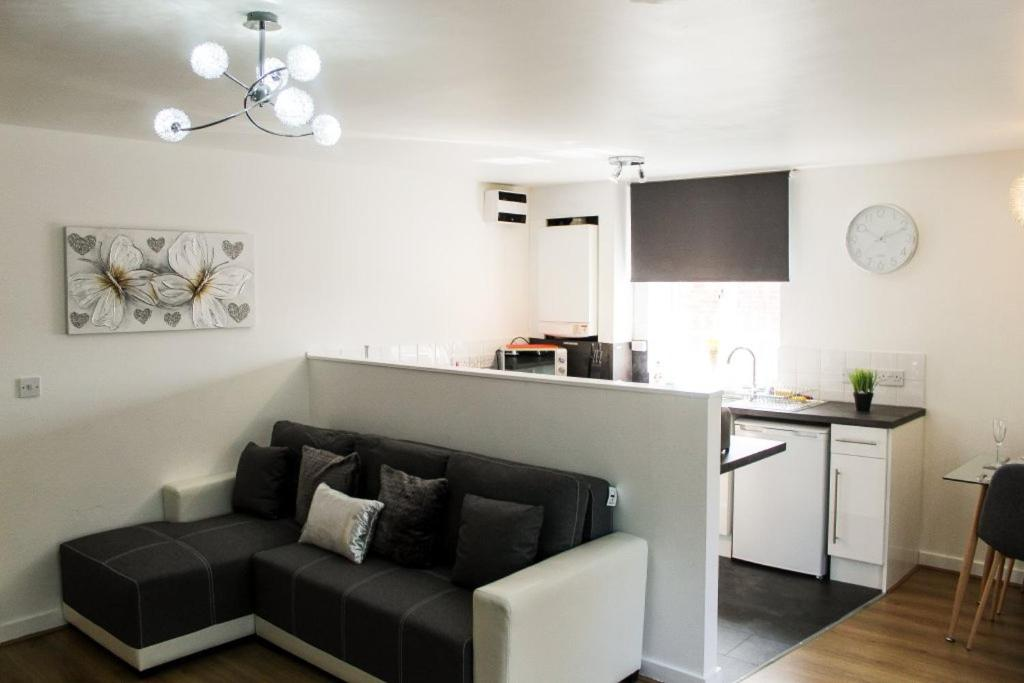 Two Bedroom Liverpool Apartment By Top House