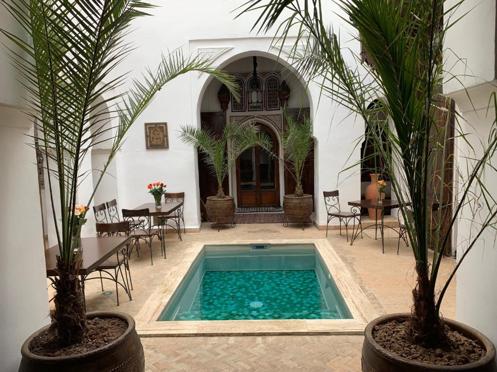 Der Swimmingpool an oder in der Nähe von Riad Nora