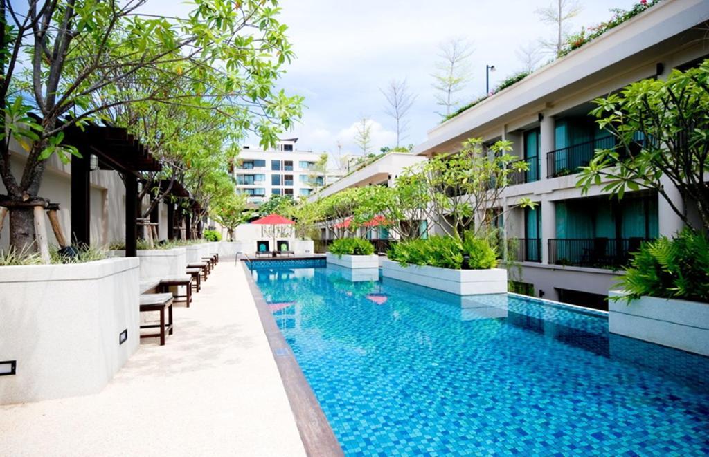 Het zwembad bij of vlak bij Tara Mantra Cha-Am Resort