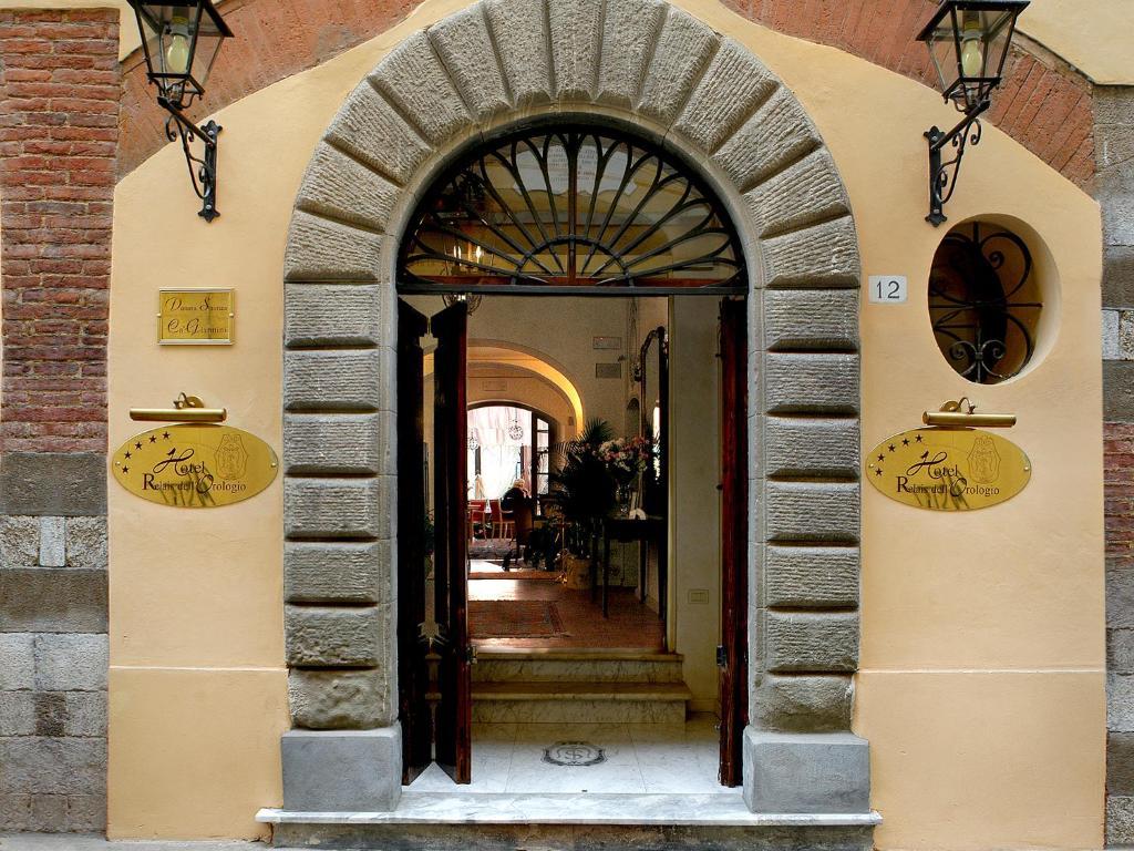 Facaden eller indgangen til Hotel Relais Dell'Orologio