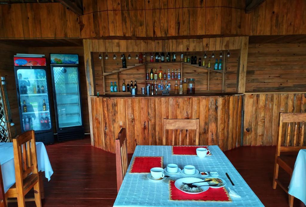 Restaurant ou autre lieu de restauration dans l'établissement Goyave Hotel Andasibe