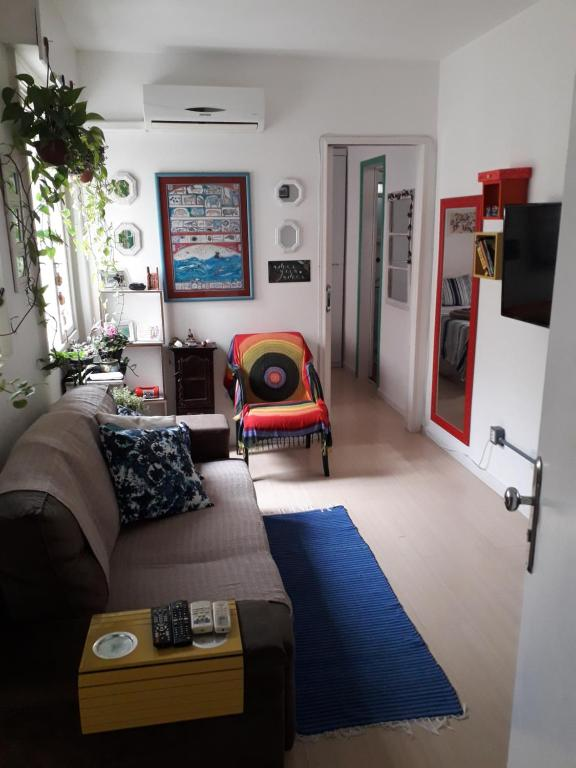 A seating area at Aconchegante apezinho com garagem.