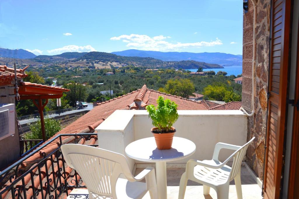 A balcony or terrace at Mpaliaka Myrsini