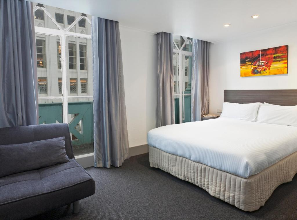A bed or beds in a room at Causeway Inn On The Mall