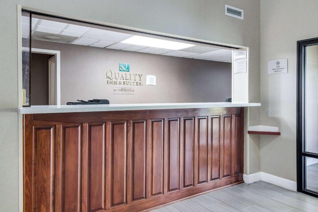Econo Lodge Inn & Suites Canton