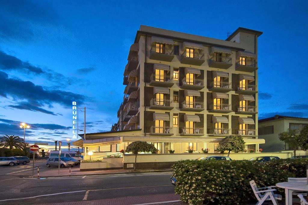 Hotel Brunella Italia Lido Di Camaiore Booking Com