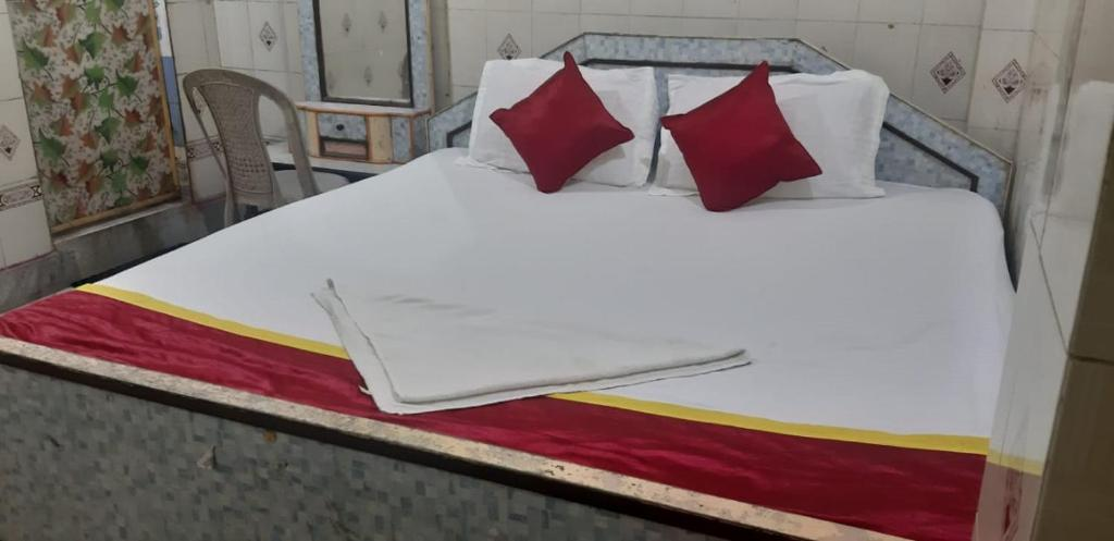 A bed or beds in a room at Goroomgo Neelachal Lodge Puri