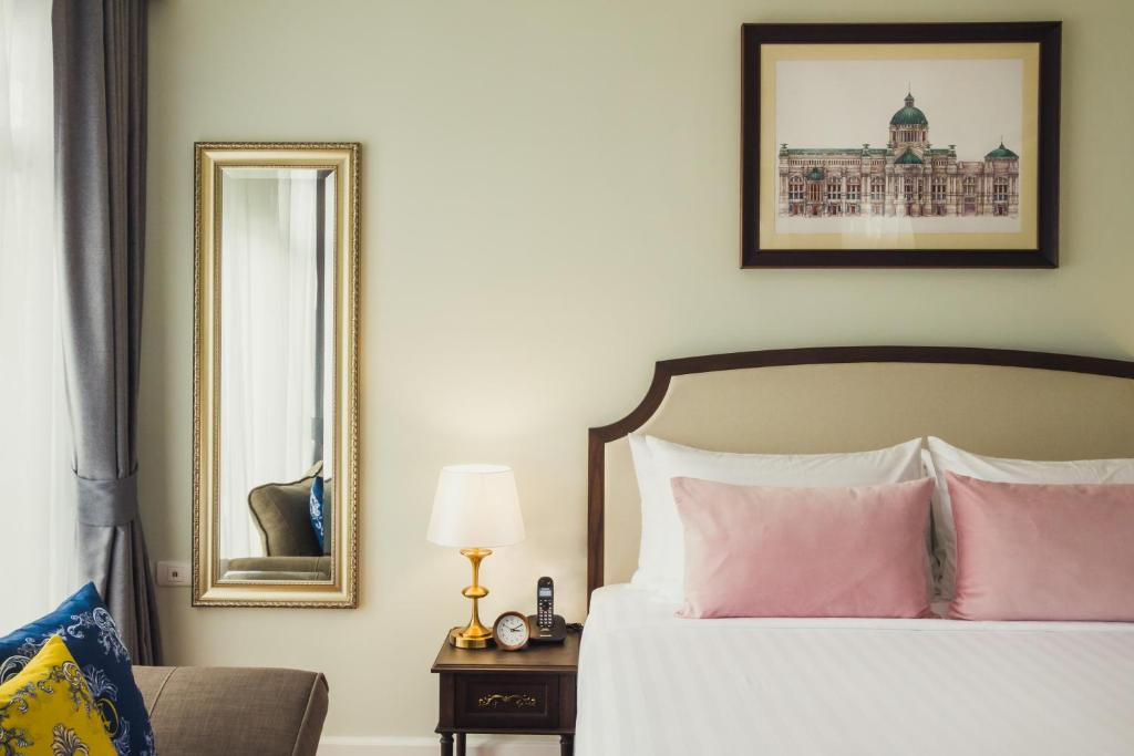 A bed or beds in a room at Daraya Boutique Hotel