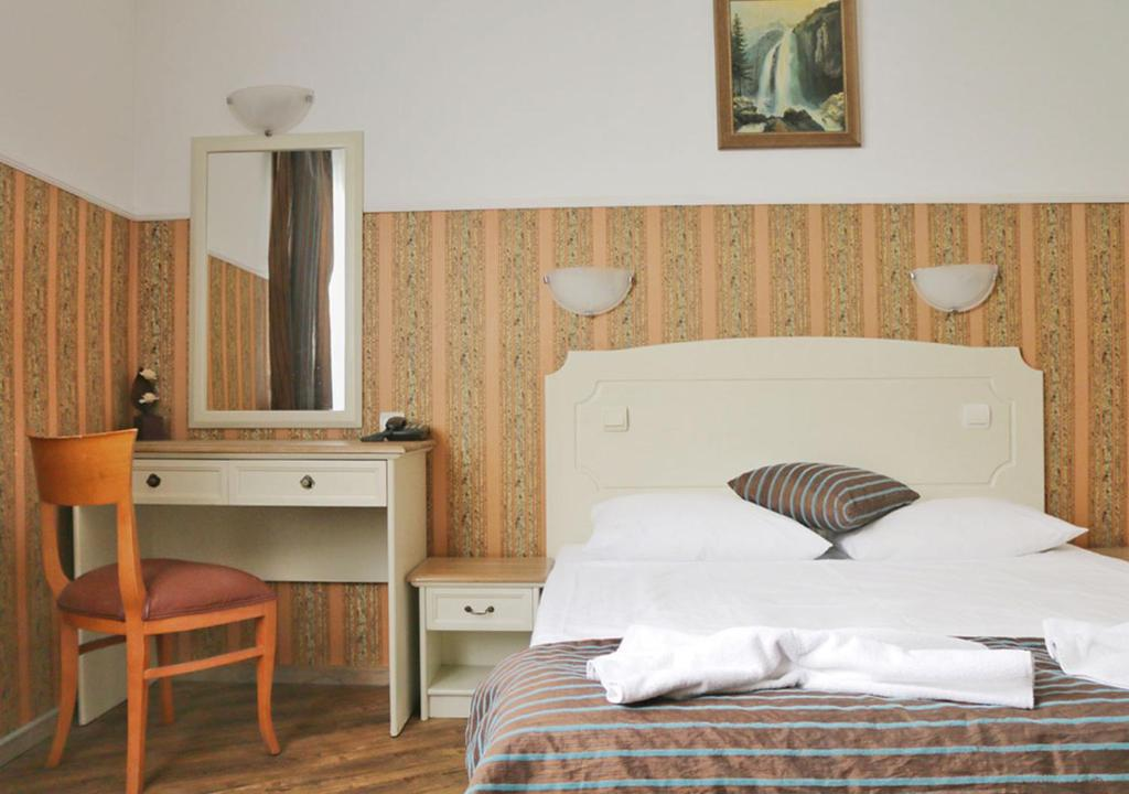 A bed or beds in a room at Green Hotel Alexander Palace
